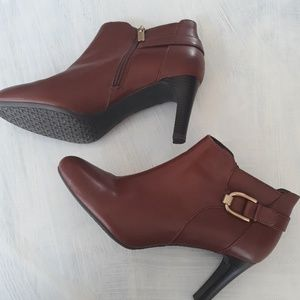 Brown leather Bandolino buckle booties 10